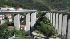 In merito alle proteste degli abitanti della frazione di Ripoli le cui case sono a rischio a causa della riattivazione di frane quiescenti provocata dallo scavo del tunnel della Variante […]