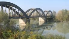 """""""Il 29 settembre scorso i lavori per il consolidamento e il riallineamento del ponte di Gramignazzo sono stati ufficialmente consegnati alle ditte che hanno vinto la gara d'appalto, ma fino […]"""